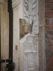 Fregio staccatosi da Palazzo Gussoni-Algarotti